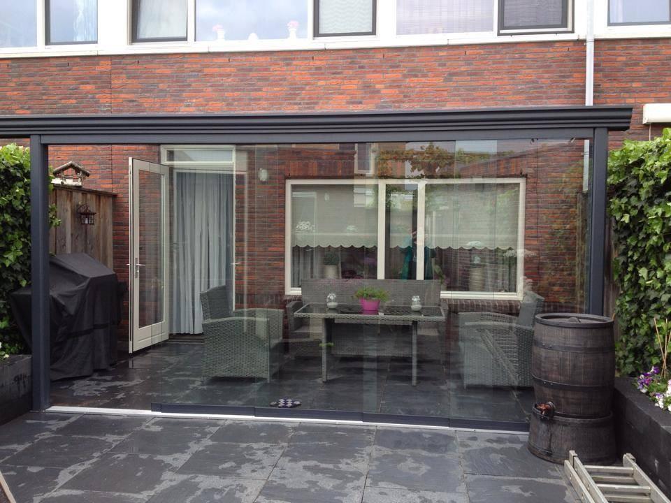 Terrasoverkapping klassiek mat antraciet met glazen schuifdeuren aan voorzijde - Pergola dakbedekking ...