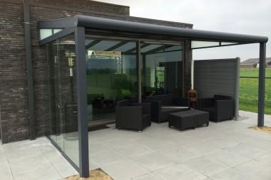 Terraspro Terrasoverkapping - Modern Mat Antraciet met Glazen Schuifdeuren aan de Zijkant