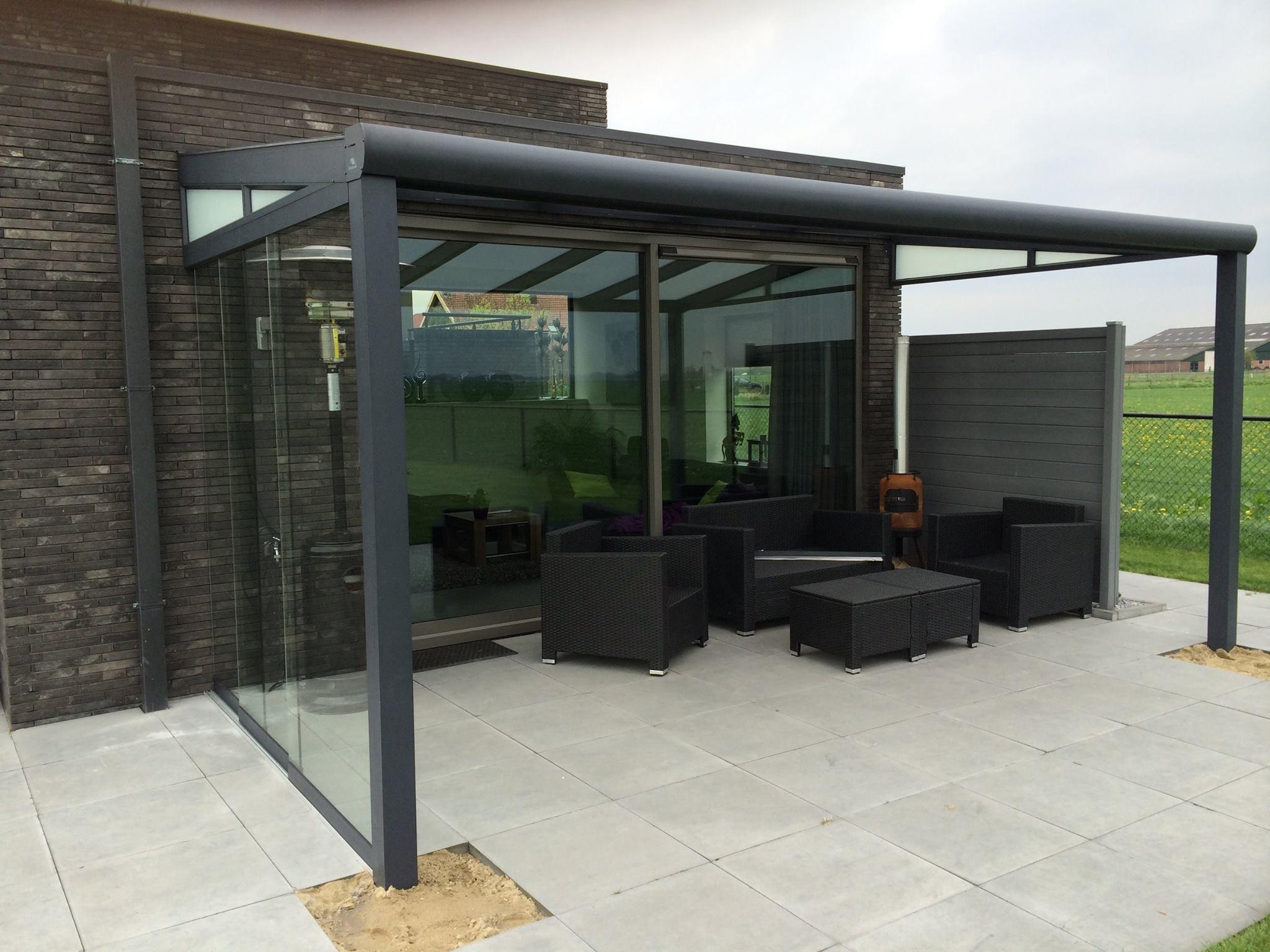 Pergola modern mat antraciet met glazen schuifdeuren aan de zijkant - Pergola dakbedekking ...