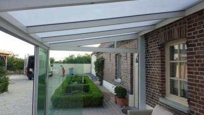 Klassieke terrasoverkapping met Glazen Schuifdeuren